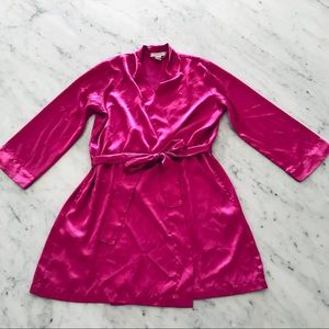 Morgan Taylor Intimates fuchsia pink satin robe